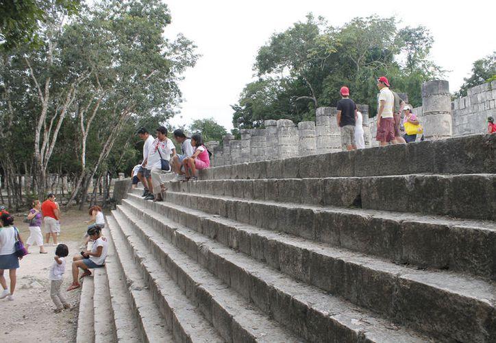 El turismo nacional visita las zonas arqueológicas. (Israel Leal/SIPSE)