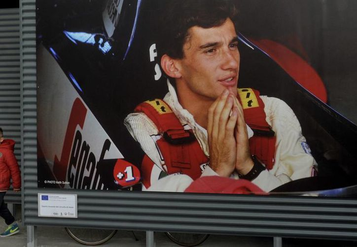 No sólo Brasil rinde honores a Ayrton Senna a 20 años de su muerte. También en Italia, a donde corresponde la imagen, se recuerda al campeón brasileño de Fórmula Uno. (AP)
