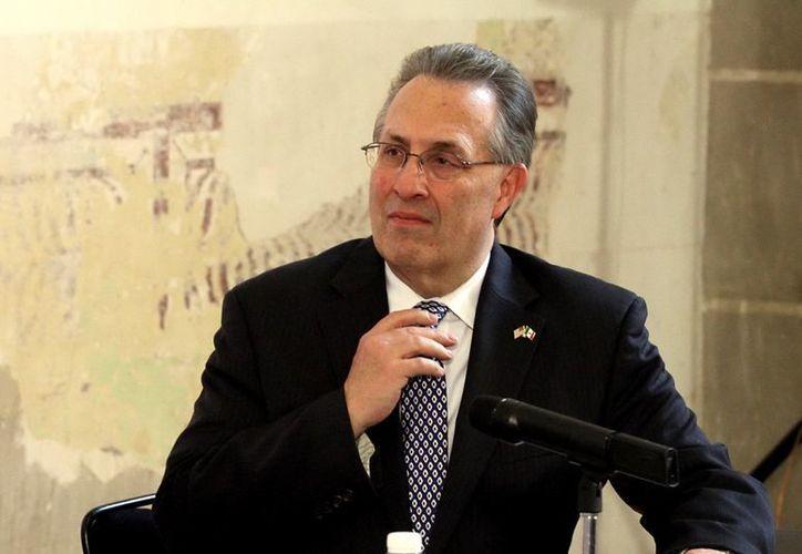 Anthony Wayne, embajador de EU en México, durante la firma del Anexo 9 del Memorándum de Entendimiento sobre Educación entre México y los EU. (Notimex)