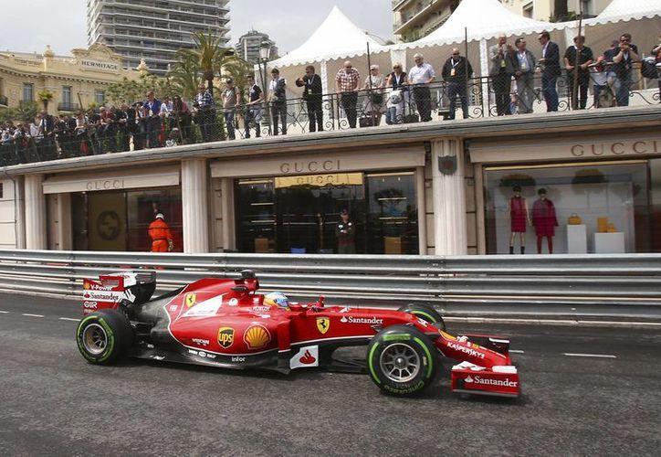 Hamilton cuenta con 26 grandes premios pero no gana el de Mónaco desde 2008. (Foto: AP)