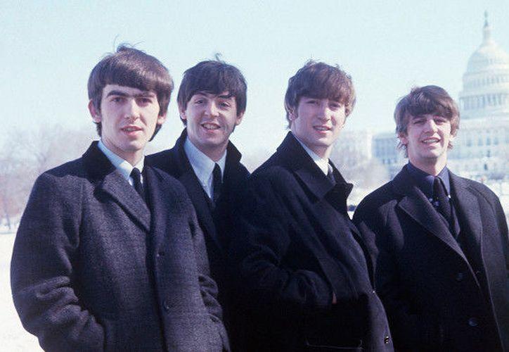 El dúo Lennon/McCartney comenzaría una larga carrera de cantautores reconocida mundialmente. (Channel4)