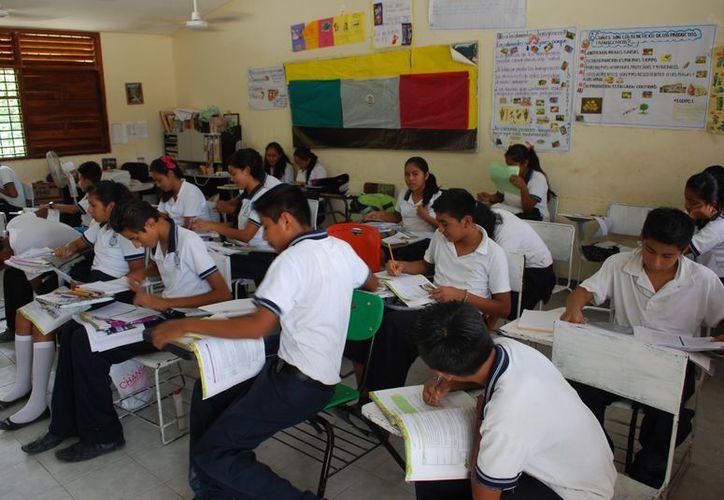 Las autoridades tratan de mejorar la calidad educativa en todos los niveles. (Tomás Álvarez/SIPSE)
