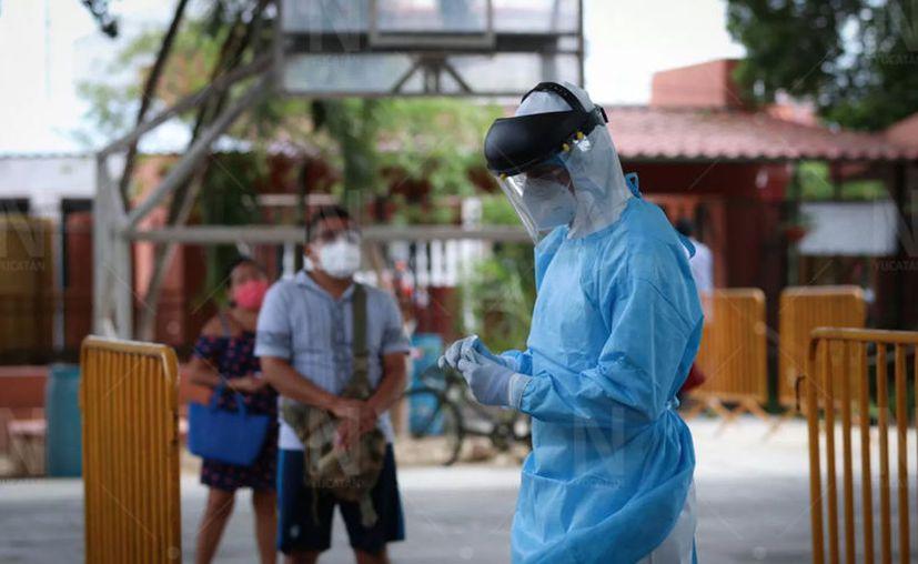 Personal médico y de enfermería mantiene la batalla contra el coronavirus. (Novedades Yucatán)