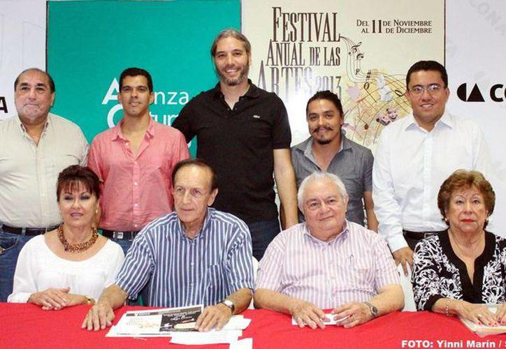Autoridades presentaron el evento, que forma parte de las actividades del Festival Anual de las Artes de Yucatán 2013. (Milenio Novedades)
