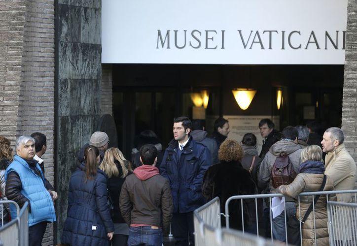 Muchos turistas se vieron sorprendidos al llegar al Museo del Vaticano, pues les dijeron que sólo podían pagar con efectivo. (Agencias)