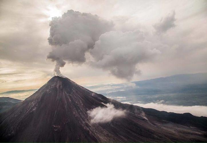 Este domingo el volcán de Colima tuvo dos exhalaciones importantes, por lo que se llamó a la población a tomar precauciones y cuidar su salud. (Notimex)