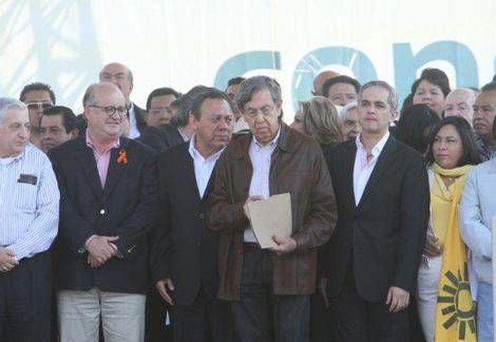 Cárdenas encabezó a perredistas en la Movilización ciudadana en defensa del petróleo. (Milenio)