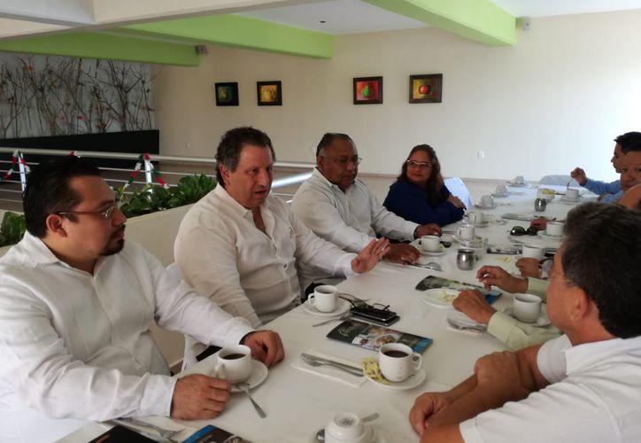 José Besil Bardawil, presidente del Instituto Mexicano de Contadores Públicos A.C. explicó que con una modificación del IVA, la economía del estado puede mejorar. (Daniel Tejeda/SIPSE)