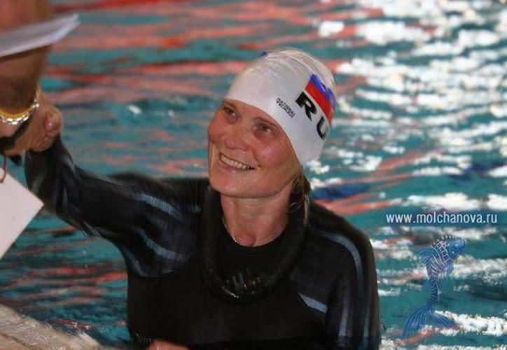 Natalia Molchanova es una de las máximas estrellas de apnea en el mundo. En sus participaciones en campeonatos mundiales impuso 41 marcas y ganó 22 medallas de oro. (molchanova.ru)