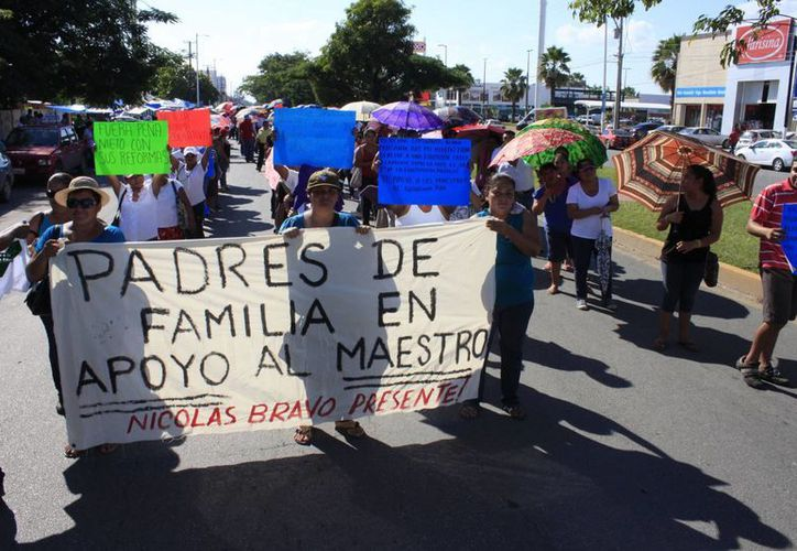 El contingente marchó sobre la avenida Insurgentes. (Archivo/SIPSE)