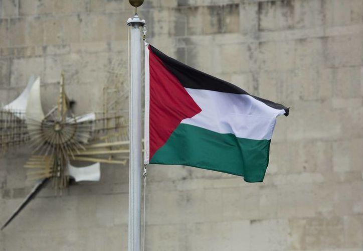 La bandera palestina ondeó por vez primera en las instalaciones de Naciones Unidas, lo que representa un hecho histórico para el país que por años ha luchado por su pleno reconocimiento como Estado.  (AP)