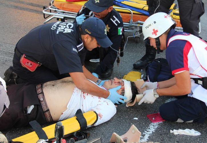 Un motociclista salió lesionado tras ser golpeado por un autobús en Santana Ana. (Fotos: Aldo Pallota/SIPSE)