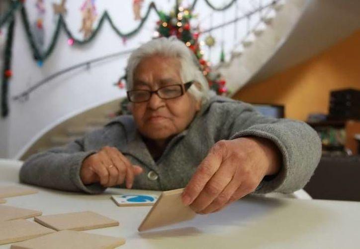 El hacinamiento familiar y la historia personal de los ancianos los exponen al maltrato. (Archivo/Notimex)