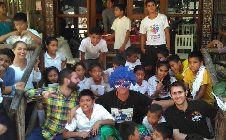 El llamado 'Cross Beat Decadente' cantó, convivió y sirvió alimentos a 32 menores. (Foto: Daniel Pacheco)