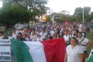 Cumplen maestros con desfile de la Revolución Mexicana