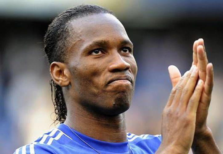 Didier Drogba daría el adiós definitivo al Chelsea, tiene la intención de jugar una temporada más al fútbol. (Fotografía: theguardian.com)