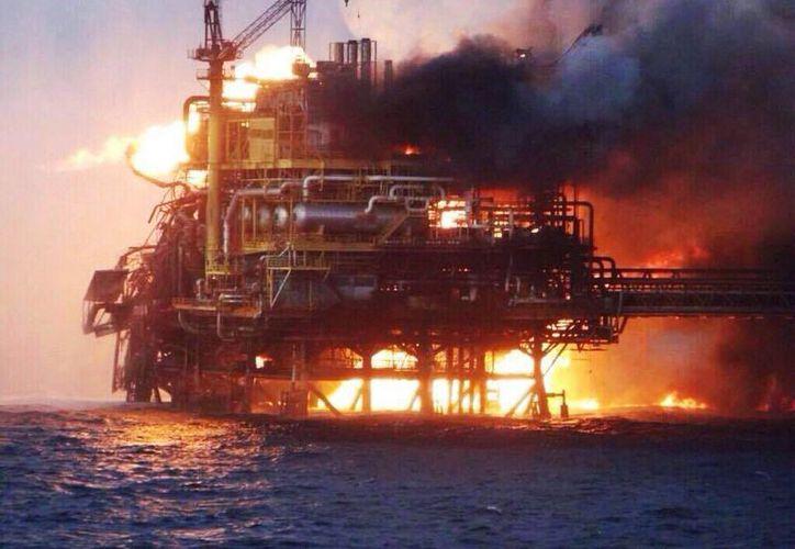 Este domingo, Pemex reportó un incendio en el área de compresión de la plataforma Abkatún A en la Sonda de Campeche, en el Golfo de México. (Imagen de contexto de archivo/SIPSE)