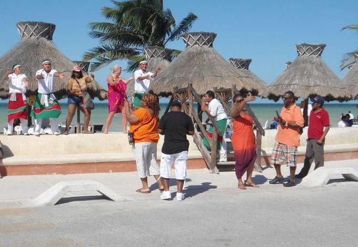 Autoridades municipales apuestan al desarrollo turístico del puerto. (Manuel Pool/SIPSE)
