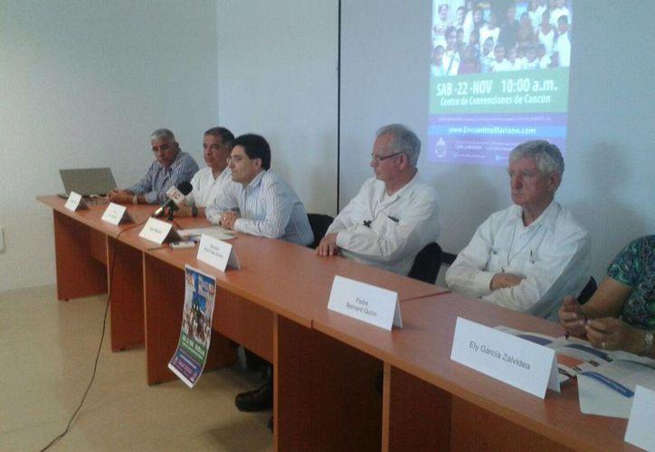 Pedro Pablo Elizondo, monseñor y obispo prelado, estuvo presente en la conferencia de prensa. (Sergio Orozco/SIPSE)