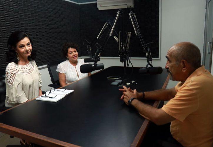 Maryliz Escalante, Alis García y el Dr. Gaspar Baquedano, durante la transmisión del programa. (Jorge Acosta/ Milenio Novedades)