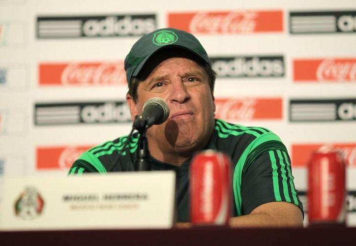 El 'Piojo' Herrera dio a conocer el once inicial ante Bolivia; no llamó a los seleccionados que jugaron contra Chile. (Notimex)