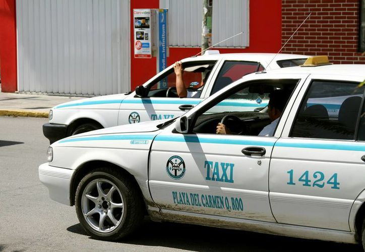 La Sintra indicó que al menos 20% de las 2 mil unidades del Sindicato de Taxistas, no tienen actualizadas sus concesiones.  (Daniel Pacheco/SIPSE)