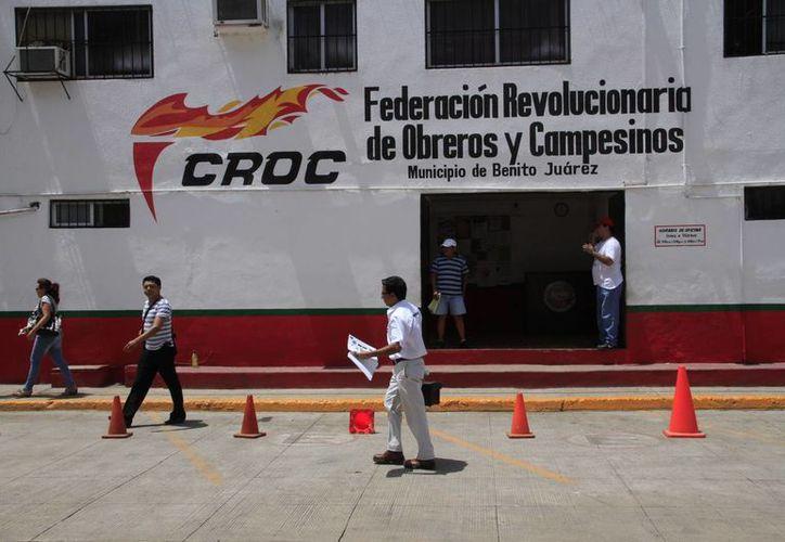 La CROC enseña a los trabajadores para evitar accidentes en las empresas. (Tomás Álvarez/SIPSE)