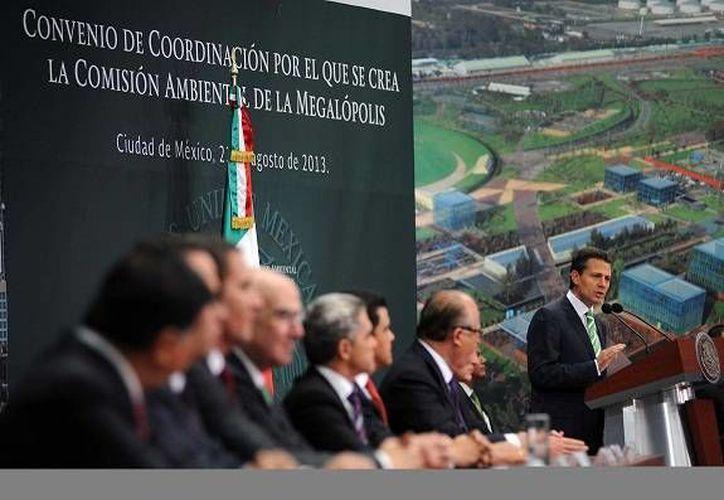 Peña Nieto (d): las grandes transformaciones sociales exigen visión de a dónde queremos llegar. (Notimex)