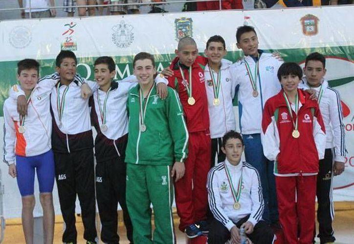 Selección yucateca de natación que obtuvo varias medallas en la Olimpiada Nacional. (Milenio Novedades)