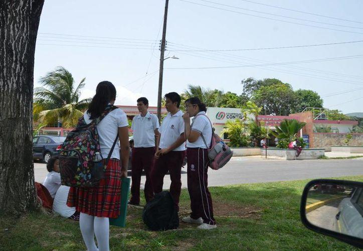 La convocatoria es para aquellas personas que ya cuentan con un certificado de estudios de secundaria. (Gerardo Amaro/SIPSE)