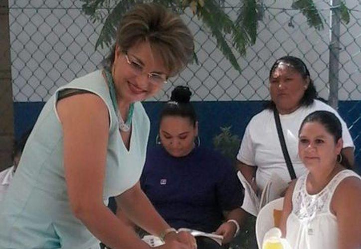 La candidata  del Distrito 03 del Partido Nueva Alianza, Krimagema Rodríguez Contreras, emitió su voto en la casilla ubicada en la Región 95. (Lara Alfaro/SIPSE)