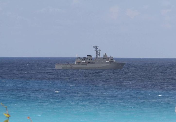 La embarcación de la Secretaría de Marina participó en el operativo de seguridad. (Sergio Orozco/SIPSE)
