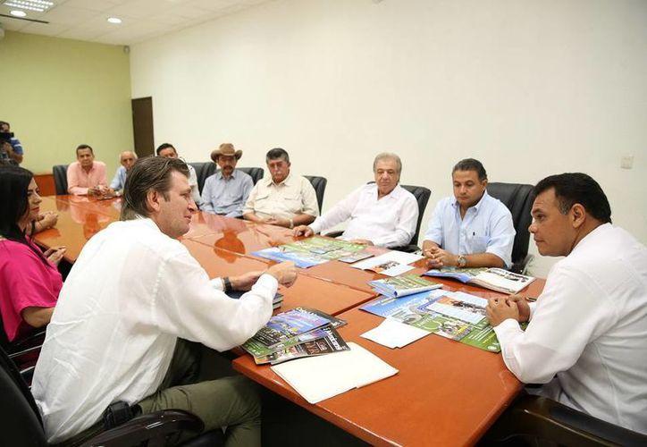 En la reunión se informó que del 8 al 17 de noviembre próximos para participar en la 50a Exposición Nacional de Ganado. (Cortesía)