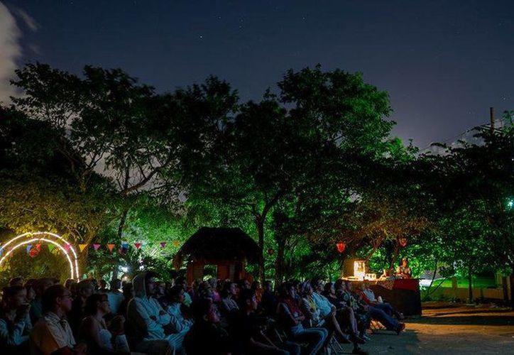 Miles de personas han disfrutado del cineclub en Playa del Carmen. (Redacción/SIPSE)