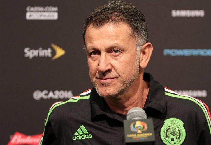 ¿Debe o no Osorio continuar con el Tri? Los directivos del futbol mexicano tomarán la decisión este miércoles. (Archivo/ Notimex)