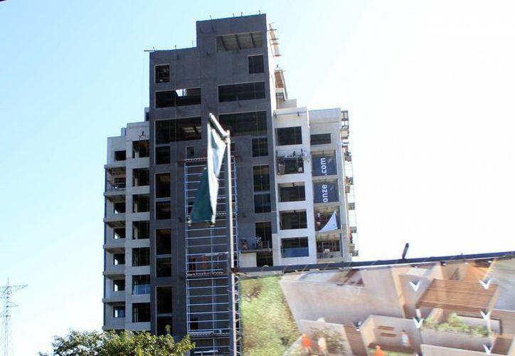 Poco a poco Mérida ve surgir edificios de varios pisos en su geografía, principalmente en el norte de la ciudad. (SIPSE/Archivo)