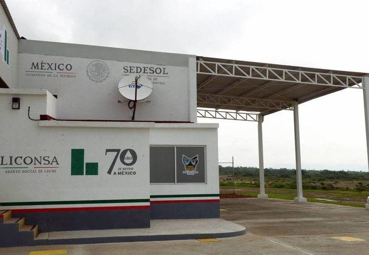 En el resto del país el precio de la leche de Liconsa será de 5.50 pesos. En la imagen, un Centro de Acopio de Liconsa en en el estado de Hidalgo, inaugurado recientemente. (Archivo/Notimex)