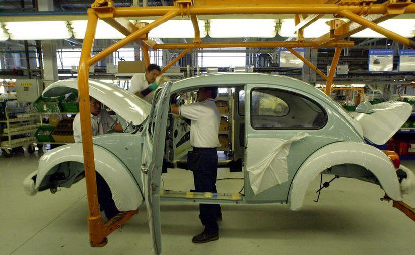Este miércoles se producirá el último Vocho, en la planta Volkswagen de Puebla. (AP/Jos Luis Maga, Archivo)
