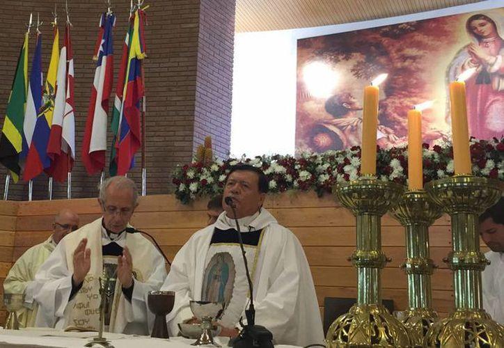 Aspecto de la misa celebrada por el cardenal Norberto Rivera Carrera para consagrar el templo a San Juan Diego, el viernes 1 de mayo de 2015, en Buenos Aires, Argentina. (Notimex)
