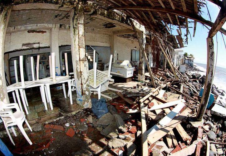 Reparar los daños que el huracán 'Patricia' causó en Colima costarán unos 100 mdp, informó el gobernador Mario Anguiano Moreno. (NTX)