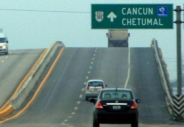 Dos camiones de la ruta Mérida-Cancún han sufrido incidentes delictivos en lo que va de la semana. (Archivo/Milenio Novedades)