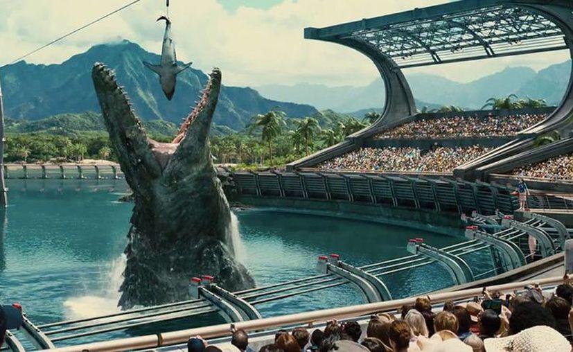 Tras recaudar más de 1.500 millones de dólares a nivel mundial, Jurassic World tendrá una secuela en 2018, la foto corresponde a una escena del primer filme. (melty.com.mx)