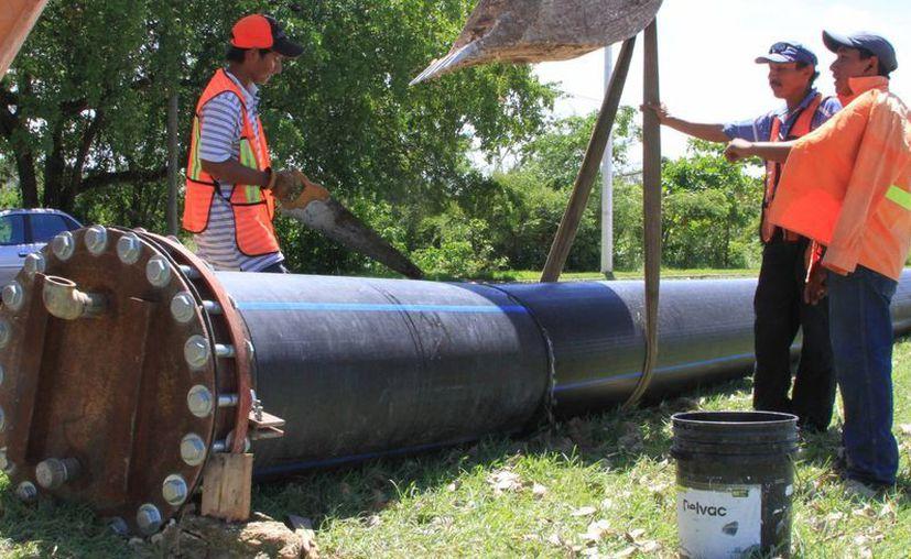 La sustitución de la línea de conducción de 24 pulgadas de diámetro en Chetumal tienen un avance físico del 65%. (Ángel Castilla/SIPSE)