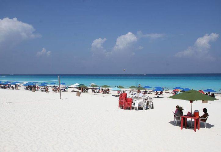 Durante la primera reunión se entablaron las acciones para mantener las playas de las costas limpias. (Consuelo Javier/SIPSE)