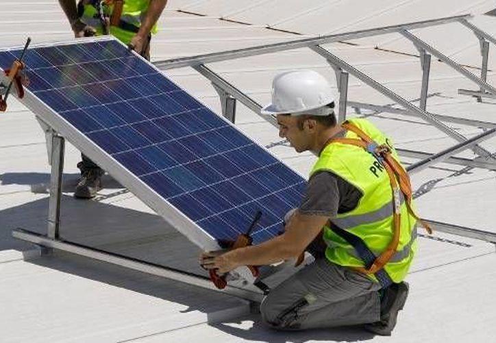 Cada vez más empresas y hogares se inclinan por el uso de energías limpias. (energíasrenovadas.com)