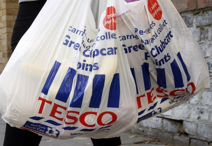 El conocido supermercado británico Tesco está entre los que vendían las hamburguesas bajo sospecha. (Agencias)