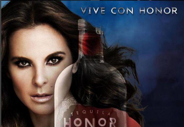 La compañía afirma que Kate del Castillo fue invitada a participar en este proyecto de tequila como la imagen de la marca, debido a su espíritu independiente y su amor por el tequila. (instagram.com/tequilahonor)