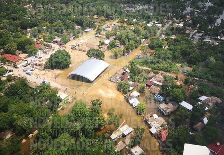 El Municipio de Bacalar ha sufrido los estragos de la tormenta tropical en los días pasados, ocasionando, afectaciones a caminos y viviendas. (Foto: SIPSE)