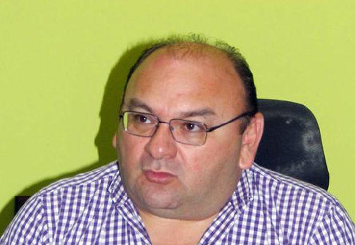 Humberto Hevia: el usuario afectado por algún taxista debe tomar nombre, placas y horario en el que tomó el servicio y reportarlo a la DTEY. (Milenio Novedades)