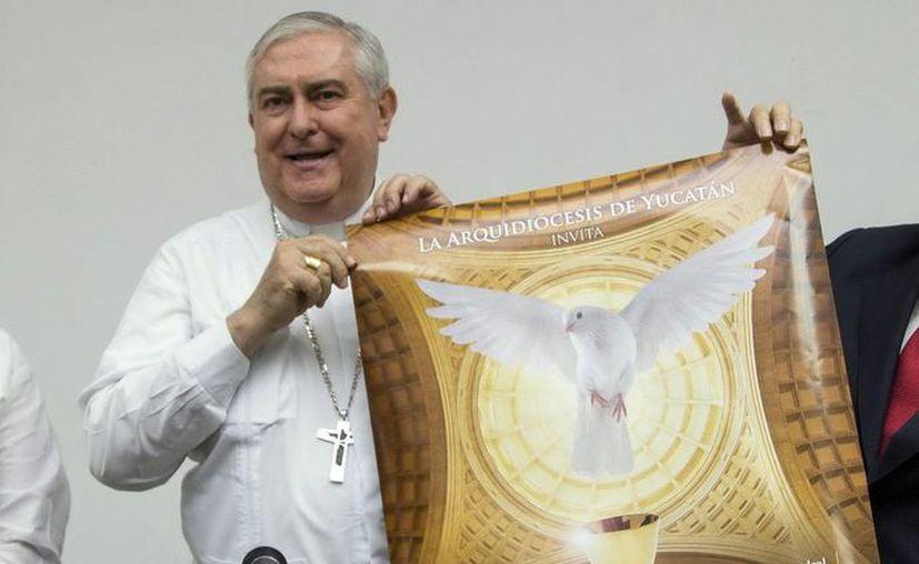 Mons. Emilio Carlos Berlie Belaunzarán presentó el cartel del 'Concierto del Jubileo', en donde participará el Coro Orquesta de Cámara y los Niños Cantores de Yucatán. (Milenio Novedades)